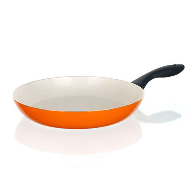 Сковорода Banquet Ceramia, с керамическим покрытием, цвет: оранжевый. Диаметр 28 см40JX28CCORСковорода Banquet Ceramia имеет двухслойное керамическое покрытие кремового цвета. Такая поверхность более устойчива к царапинам и высоким температурам. Алюминиевый корпус с керамической поверхностью, не содержит тяжелые металлы. Сковорода оснащена пластиковой ручкой. Подходит для всех видов плит, кроме индукционных.