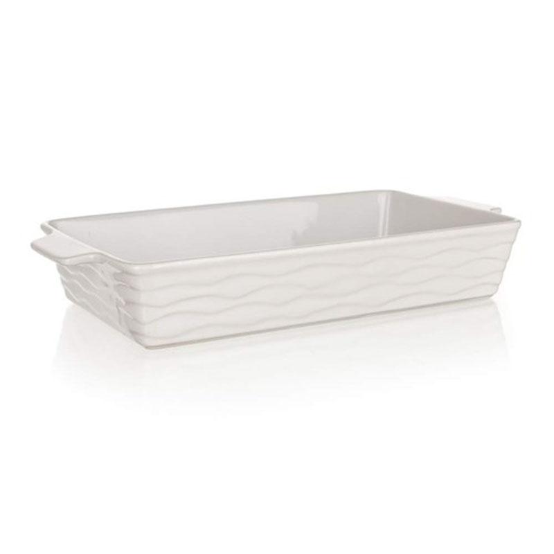 Форма для запекания Banquet, прямоугольная, цвет: белый, 42 х 21 см60ZF05Функциональная прямоугольная форма для запекания Banquet выполнена из керамики, абсолютно безвредной для человека. Внутренняя поверхность гладкая, что позволяет легко мыть и ухаживать за посудой. Внешняя поверхность - рельефная. Форма имеет толстые стенки и дно, что позволяет ей равномерно нагреваться и долго сохранять тепло. Приготовленные в керамической посуде блюда сохраняют все витамины, а благодаря низкой теплопроводности материала, блюда приобретают незабываемый вкус.Красивый внешний вид формы позволяет использовать ее не только для запекания, но и для сервировки стола. Внутренний размер формы: 42 х 21 см.