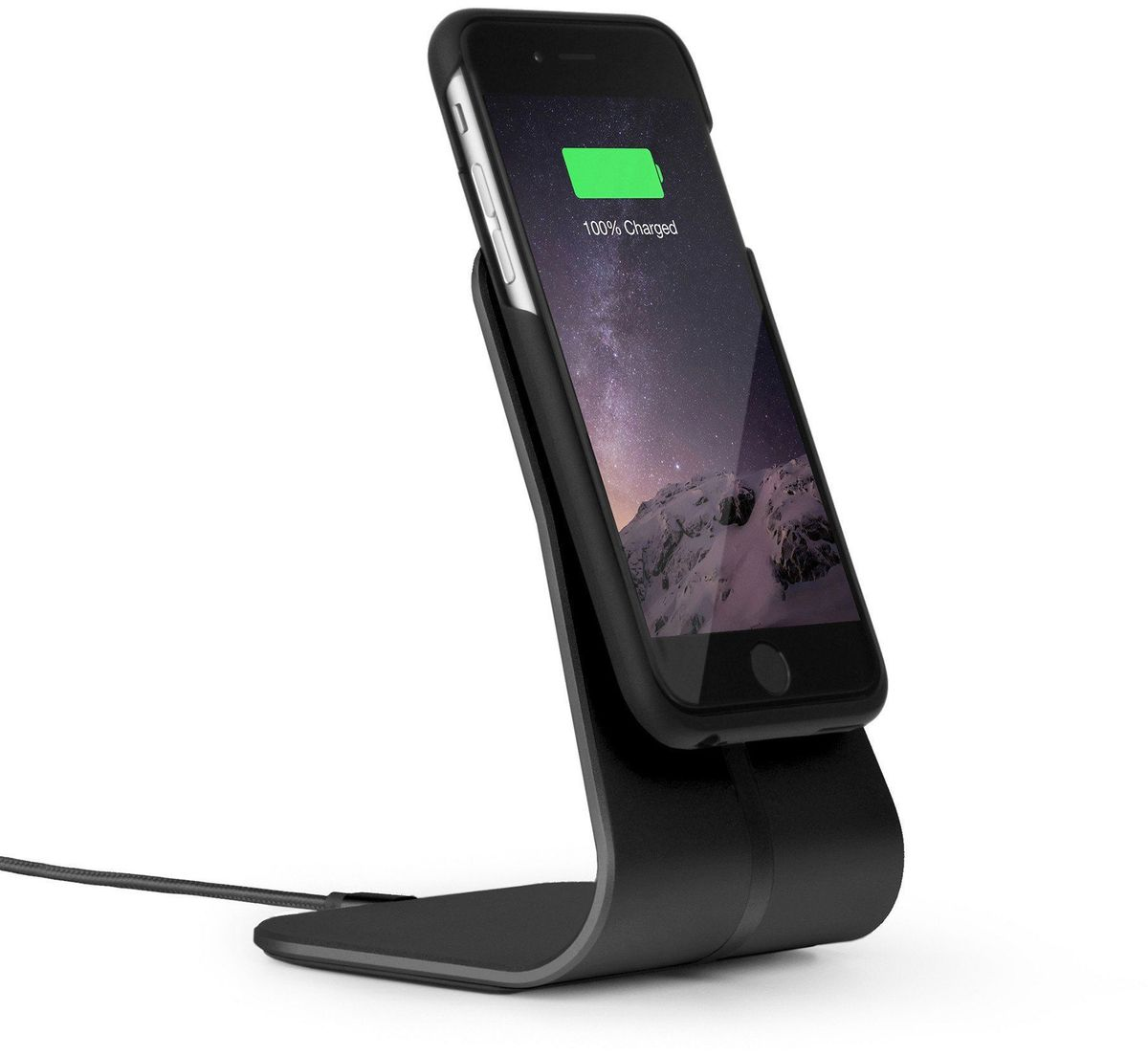 Xvida Charging Office Kit, Black беспроводное зарядное устройство для iPhone 7 (WOKAS-01B-EU)WOKAS-01B-EUКомплект из магнитной док-станции на подставке и чехла для IPhone 7, 6s, 6 с приемником для беспроводной зарядки. Алюминиевая док-станция снабжена многоразовыми липучими ножками в основании, что обеспечит надежную фиксацию на рабочей поверхности. Ультратонкий и легкий кейс выполнен из качественного софт-тач пластика с мягким покрытием внутри. Зарядка происходит в соответствии со стандартом Qi, по принципу индукционной передачи энергии. Магнитное крепление чехла совместимо со всеми зарядными устройствами и креплениями XVIDA. Зарядка при этом возможна от любого устройства с технологией Qi.• Скорость зарядки на 50% быстрее.• Доступ ко всем разъемам и кнопкам смартфона. • Магнитное крепление смартфона.• Сквозной разъем Lightning на чехле.• Стандарт питания Qi.• Размер док-станции: 230 х 260 х 160 мм.• Длина кабеля: 1 м.• USB адаптер для евро-розетки 220В в комплекте.