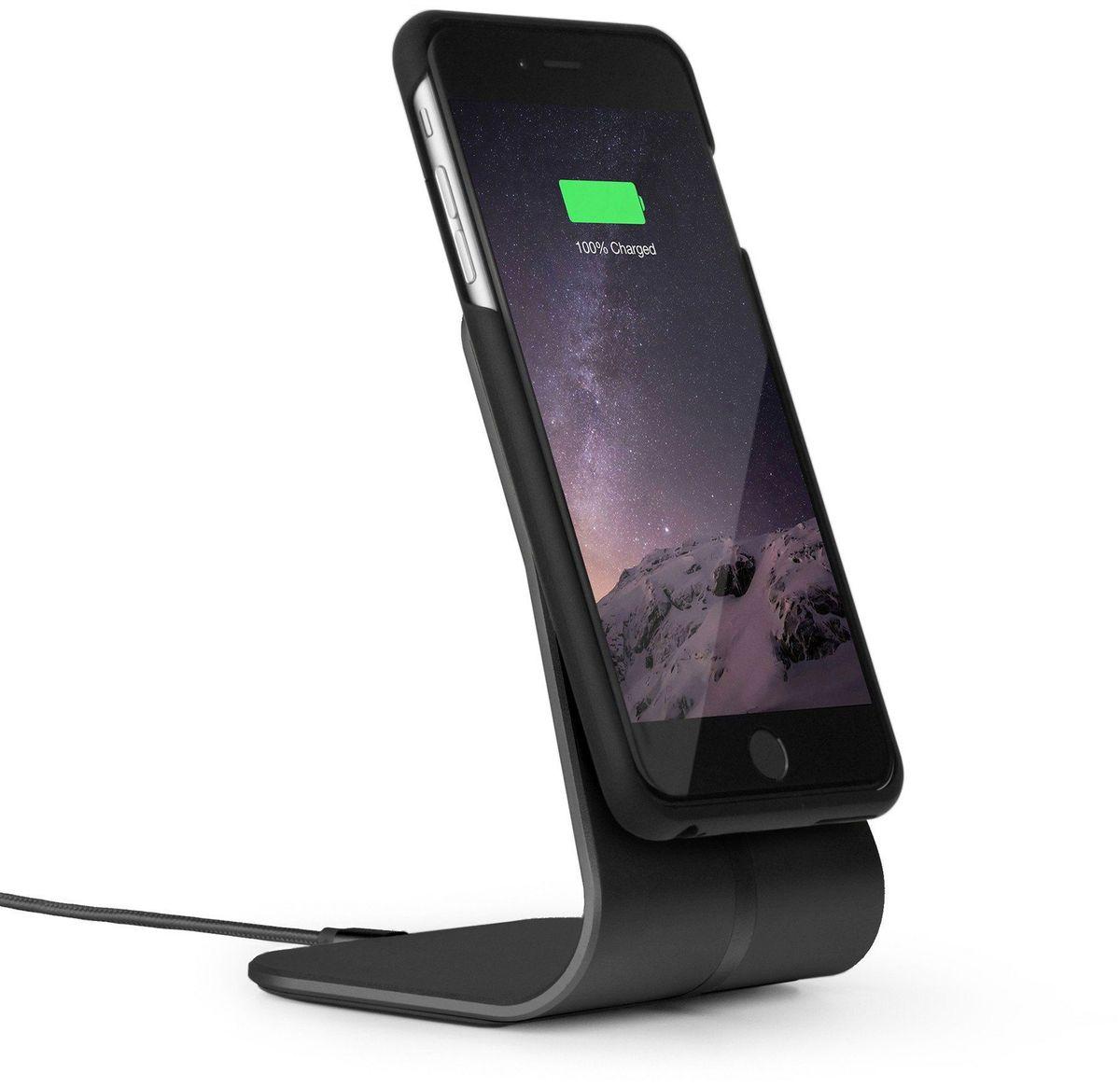 Xvida Charging Office Kit, Black беспроводное зарядное устройство для iPhone 7 Plus (WOKIS-01B-EU)WOKIS-01B-EUКомплект из магнитной док-станции на подставке и чехла для IPhone 7 Plus, 6s Plus, 6 Plus с приемником для беспроводной зарядки. Алюминиевая док-станция снабжена многоразовыми липучими ножками в основании, что обеспечит надежную фиксацию на рабочей поверхности. Ультратонкий и легкий кейс выполнен из качественного софт-тач пластика с мягким покрытием внутри. Зарядка происходит в соответствии со стандартом Qi, по принципу индукционной передачи энергии. Магнитное крепление чехла совместимо со всеми зарядными устройствами и креплениями XVIDA. Зарядка при этом возможна от любого устройства с технологией Qi.• Скорость зарядки на 50% быстрее.• Доступ ко всем разъемам и кнопкам смартфона.• Магнитное крепление смартфона.• Сквозной разъем Lightning на чехле.• Стандарт питания Qi.• Размер док-станции: 230 х 260 х 160 мм.• Длина кабеля: 1 м.• USB адаптер для евро-розетки 220В в комплекте.