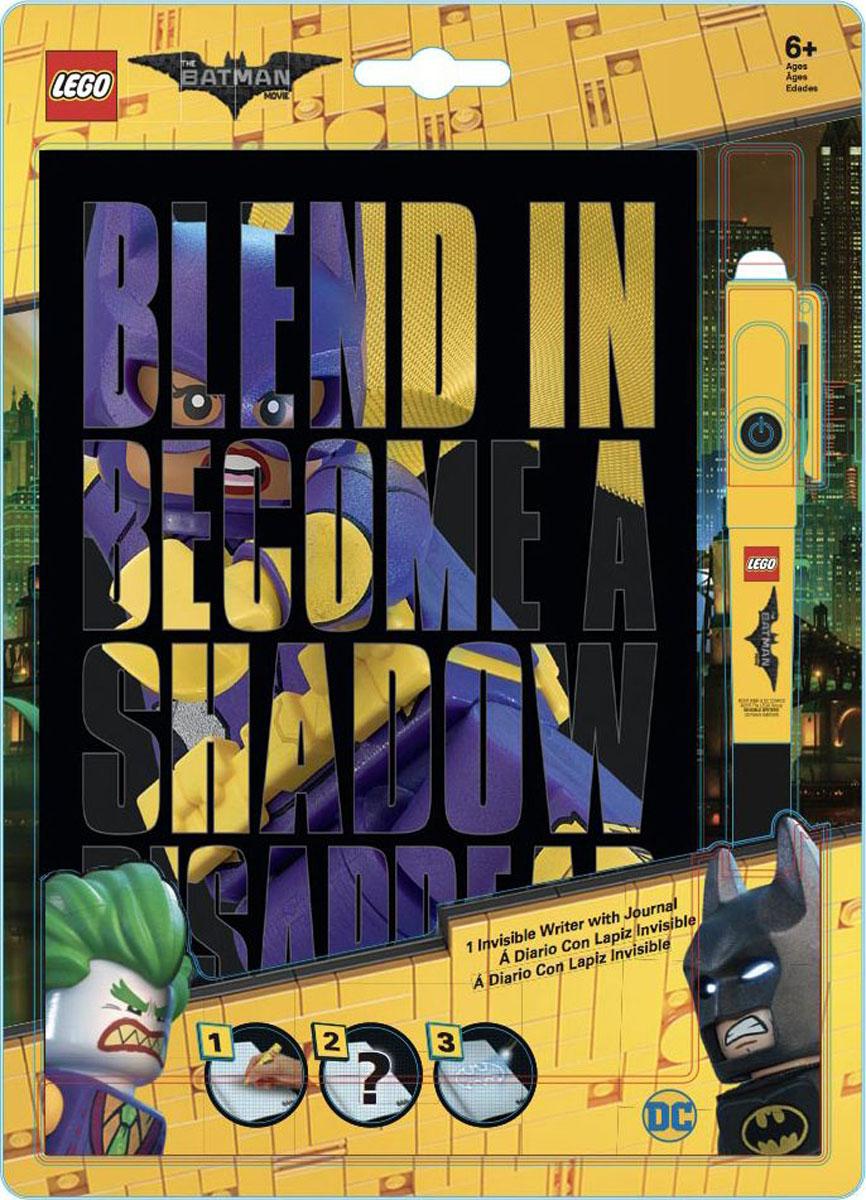 LEGO Batman Movie Блокнот Бэтгерл96 листов в линейку и ручка с фонариком51739Блокнот LEGO с магической ручкой станет прекрасным подарком для поклонников фантастической серии. Всем известно, что дети любят вести дневники, но главное, чтобы никто не мог их прочесть! С этим блокнотом им можно не волноваться! Они смогут записывать свои мысли, тайны, секреты, не боясь, что кто-то их прочитает, ведь то, что написано магической ручкой, можно увидеть только при помощи специального ультрафиолетового фонарика, встроенного в колпачок ручки. В набор входят: блокнот для записей с резинкой и ручка с невидимыми чернилами и ультрафиолетовым фонариком (батарейки 3xAG10 1.5V в комплекте).Обложка с резинкой выполнена из плотного картона и оформлена изображением супергероев. Внутренний блок состоит из 96 листов бумаги в линейку.