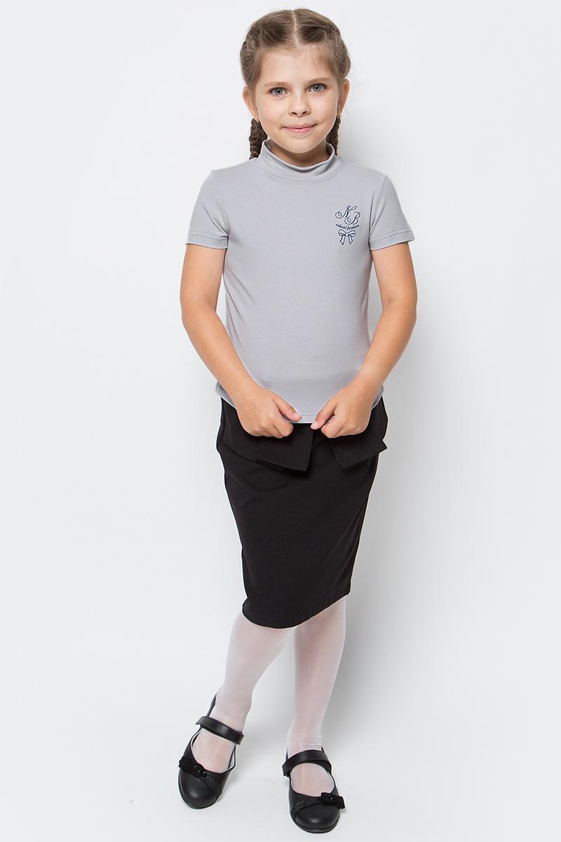 Водолазка для девочки Nota Bene, цвет: серый. CJR27040A20. Размер 134CJR27040A20/CJR27040B20Водолазка для девочки Nota Bene выполнена из хлопкового трикотажа. Модель с короткими рукавами и воротником-стойкой на груди оформлена принтом.