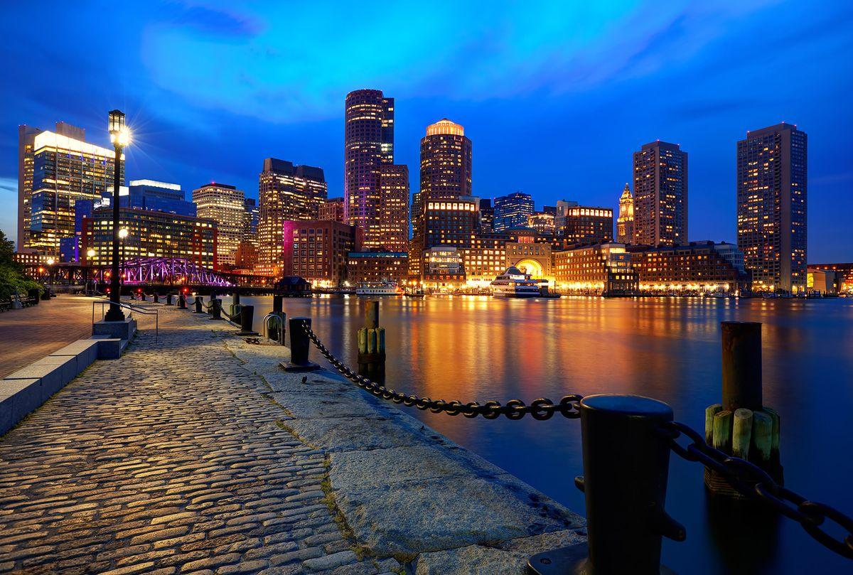 Фотообои флизелиновые Milan Ночная набережная в Бостоне, текстурные, 4 х 2,7 мM 458Текстурные флизелиновые фотообои Milan Ночная набережная в Бостоне позволят создать неповторимый облик помещения, в котором они размещены. Milan — дизайнерская коллекция фотообоев и фотопанно европейского качества, созданная на основе последних тенденций в мире интерьерной моды. Еще вчера эти тренды демонстрировались на подиумах столицы моды, а сегодня они нашли реализацию в декоре стен. Фотообои Milan реализуют концепцию доступности Моды для жителей больших и маленьких городов. Фотообои Milan — мода для стен, доступная каждому! Монтаж: Клеи Quelid Murale, Хенкель Metylan Овалид Т и Pufas Security GK10 . Принцип монтажа: стык в стык.