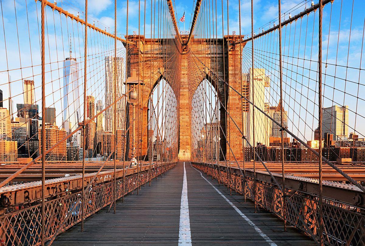 Фотообои флизелиновые Milan Бруклинский мост, текстурные, 4 х 2,7 мM 483Текстурные флизелиновые фотообои Milan Бруклинский мост позволят создать неповторимый облик помещения, в котором они размещены. Milan — дизайнерская коллекция фотообоев и фотопанно европейского качества, созданная на основе последних тенденций в мире интерьерной моды. Еще вчера эти тренды демонстрировались на подиумах столицы моды, а сегодня они нашли реализацию в декоре стен. Фотообои Milan реализуют концепцию доступности Моды для жителей больших и маленьких городов. Фотообои Milan — мода для стен, доступная каждому! Монтаж: Клеи Quelid Murale, Хенкель Metylan Овалид Т и Pufas Security GK10 . Принцип монтажа: стык в стык.