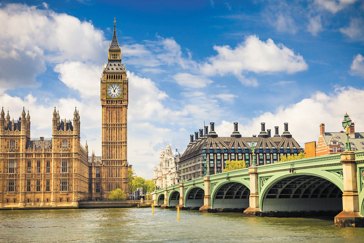 Фотообои флизелиновые Milan Лондон, текстурные, 3 х 2 мM 788Текстурные флизелиновые фотообои Milan Лондон позволят создать неповторимый облик помещения, в котором они размещены. Milan — дизайнерская коллекция фотообоев и фотопанно европейского качества, созданная на основе последних тенденций в мире интерьерной моды. Еще вчера эти тренды демонстрировались на подиумах столицы моды, а сегодня они нашли реализацию в декоре стен. Фотообои Milan реализуют концепцию доступности Моды для жителей больших и маленьких городов. Фотообои Milan — мода для стен, доступная каждому! Монтаж: Клеи Quelid Murale, Хенкель Metylan Овалид Т и Pufas Security GK10 . Принцип монтажа: стык в стык.