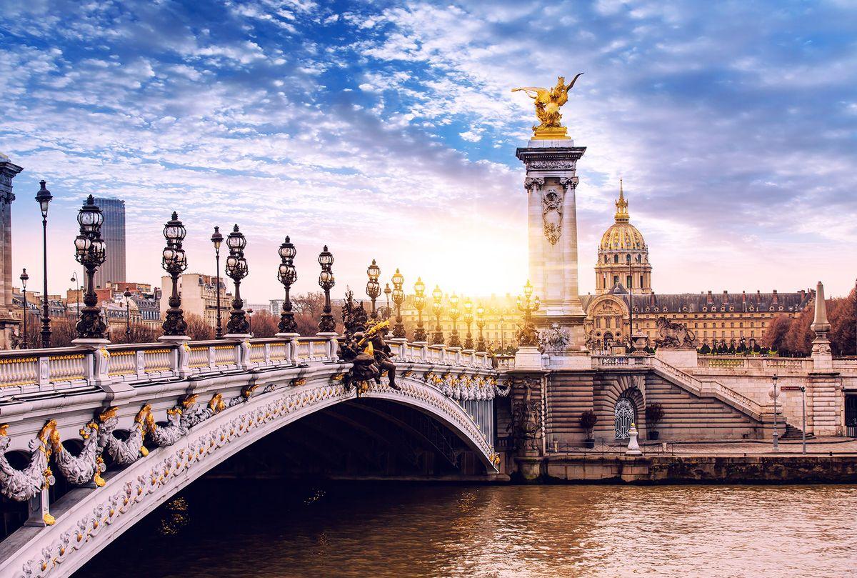 Фотообои флизелиновые Milan Александровский мост мира в Париже, текстурные, 3 х 2 мM 797Текстурные флизелиновые фотообои Milan Александровский мост мира в Париже позволят создать неповторимый облик помещения, в котором они размещены. Milan — дизайнерская коллекция фотообоев и фотопанно европейского качества, созданная на основе последних тенденций в мире интерьерной моды. Еще вчера эти тренды демонстрировались на подиумах столицы моды, а сегодня они нашли реализацию в декоре стен. Фотообои Milan реализуют концепцию доступности Моды для жителей больших и маленьких городов. Фотообои Milan — мода для стен, доступная каждому! Монтаж: Клеи Quelid Murale, Хенкель Metylan Овалид Т и Pufas Security GK10 . Принцип монтажа: стык в стык.