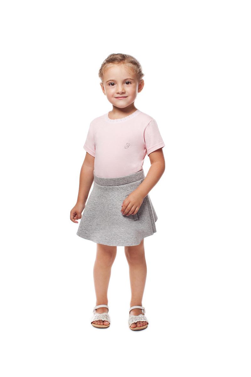 Футболка для девочки Buonumare, цвет: розовый. c0c1501-0008 BNM 20222. Размер 1 (86)c0c1501-0008 BNM 20222Футболка для девочки Buonumare выполнена из эластичного хлопка, приятного к телу. Материал хорошо вентилируется и прекрасно впитывает лишнюю влагу. Модель с короткими рукавами. Вырез горловины оформлен тесьмой.