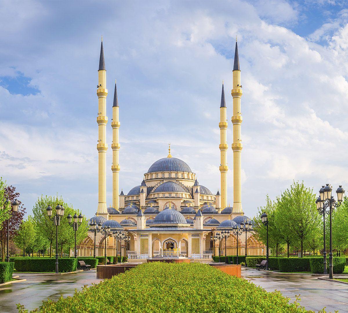 Фотообои флизелиновые Milan Утро в Чечне, текстурные, 3 х 2,7 мM 3509Текстурные флизелиновые фотообои Milan Утро в Чечне позволят создать неповторимый облик помещения, в котором они размещены. Milan — дизайнерская коллекция фотообоев и фотопанно европейского качества, созданная на основе последних тенденций в мире интерьерной моды. Еще вчера эти тренды демонстрировались на подиумах столицы моды, а сегодня они нашли реализацию в декоре стен. Фотообои Milan реализуют концепцию доступности Моды для жителей больших и маленьких городов. Фотообои Milan — мода для стен, доступная каждому! Монтаж: Клеи Quelid Murale, Хенкель Metylan Овалид Т и Pufas Security GK10 . Принцип монтажа: стык в стык.