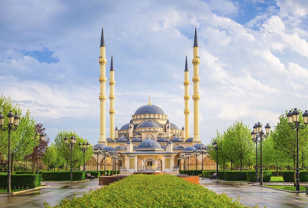 Фотообои флизелиновые Milan Утро в Чечне, текстурные, 4 х 2,7 мM 4509Текстурные флизелиновые фотообои Milan Утро в Чечне позволят создать неповторимый облик помещения, в котором они размещены. Milan — дизайнерская коллекция фотообоев и фотопанно европейского качества, созданная на основе последних тенденций в мире интерьерной моды. Еще вчера эти тренды демонстрировались на подиумах столицы моды, а сегодня они нашли реализацию в декоре стен. Фотообои Milan реализуют концепцию доступности Моды для жителей больших и маленьких городов. Фотообои Milan — мода для стен, доступная каждому! Монтаж: Клеи Quelid Murale, Хенкель Metylan Овалид Т и Pufas Security GK10 . Принцип монтажа: стык в стык.
