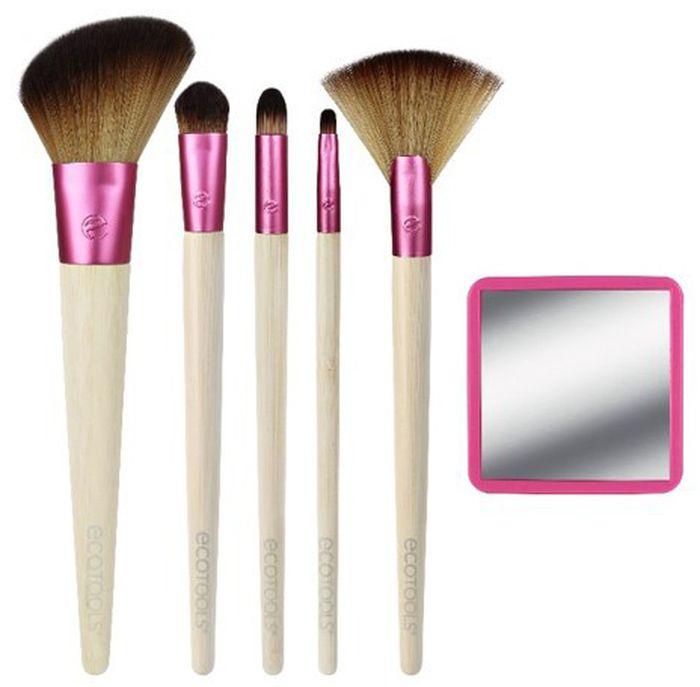 EcoTools Набор кистей для макияжа Glow For It1332Лимитированный набор кистей для макияжа Glow for it поможет создать уверенный взгляд и раскрыть потенциал каждой девушки! Набор включает: плоскую кисть для консилера, круглую скошенную кисть для контуринга, веерную кисть для хайлайтера, кисть для нанесения и растушевки теней, плоскую кисть для макияжа губ и коробку для хранения кистей.