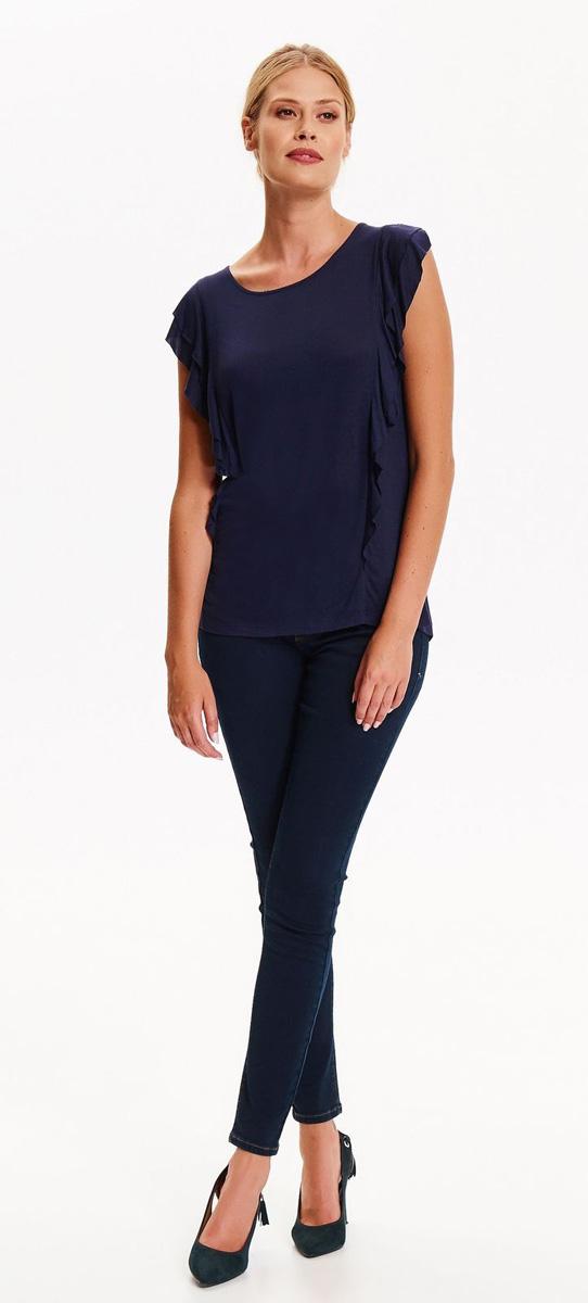 Блузка женская Top Secret, цвет: темно-синий. SBK2270BI. Размер 40 (48)SBK2270BIЭлегантная блузка Top Secret выполнена из эластичной вискозы лаконичного цвета. Модель прямого кроя с круглым вырезом горловины и короткими цельнокроеными рукавами. По бокам от плеча до низа изделие декорировано романтичными оборками.
