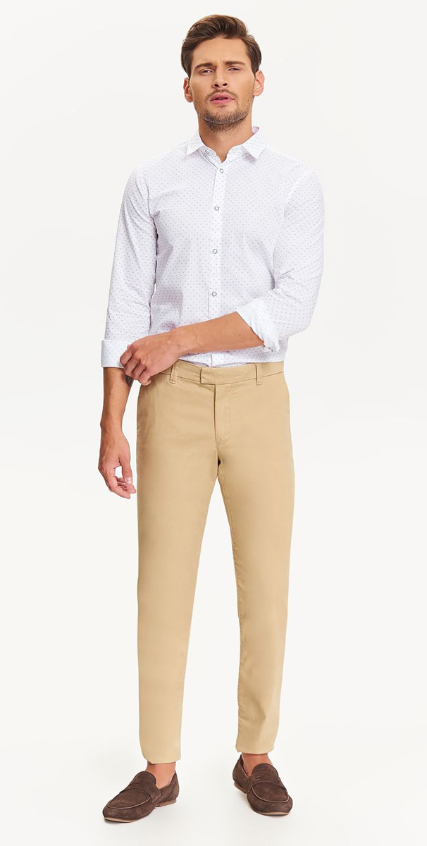 Рубашка мужская Top Secret , цвет: белый. SKL2385BI. Размер 38/39 (46)SKL2385BIСтильная мужская рубашка Top Secret , выполненная из натурального хлопка, позволяет коже дышать, тем самым обеспечивая наибольший комфорт при носке. Модель классического кроя с отложным воротником и длинными рукавами застегивается на кнопки по всей длине. Манжеты рукавов также оснащены кнопками. Изделие оформлено оригинальным принтом.