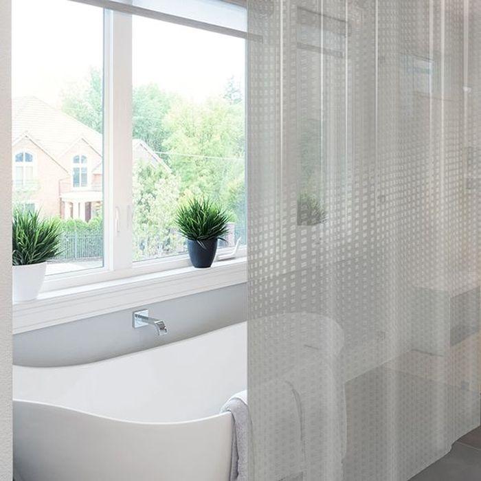 Штора для ванной Meiwa Metro, цвет: прозрачный, 182 х 182 см5910Эксклюзивная штора для ванной комнаты с эффектом 3D. Производителем является мировой бренд Meiwa, специализирующийся на производстве высококачественных покрытий для стола, а теперь и штор для ванной из ПВХ с применением уникальных технологий создания рисунка. Штора выполнена из высококачественного ПВХ, прочного и пластичного материала, который не крошится, не выцветает и не тускнеет со временем. Влагонепроницаемая штора имеет высокую плотность, толщина полотна 0,45 мм., вес изделия 1,33 кг. Верхний край шторы усилен двойным подворотом полотна, люверсы для колец выполнены из пластика, это исключает появление ржавчины в помещении с повышенной влажностью, что часто встречается при использовании металлических деталей. Благодаря своей плотности и весу штора не подниматься от потоков воздуха, создаваемых напором воды. Трехмерное изображение позволит зрительно расширить пространство ванной комнаты. Изделие допускается мыть вручную при температуре 40 С.