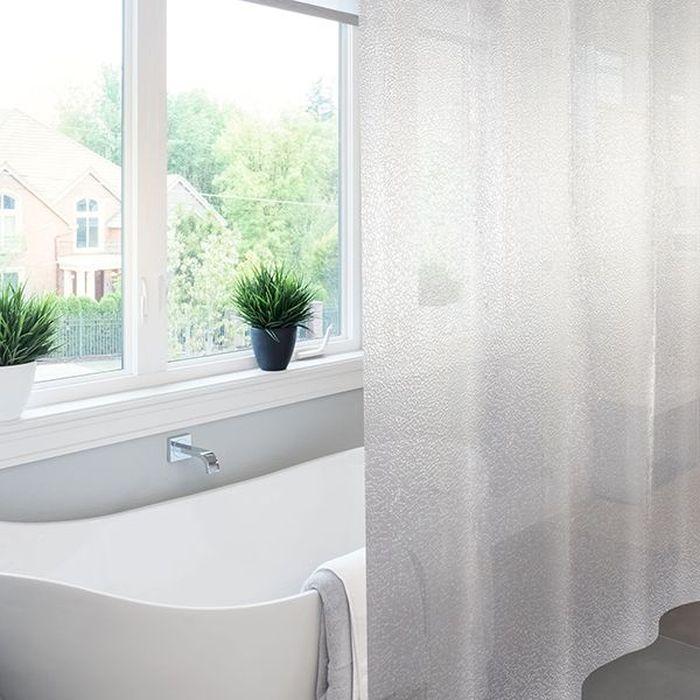 Штора для ванной Meiwa Krackle, цвет: прозрачный, 182 х 182 см5911Эксклюзивная штора для ванной комнаты Meiwa с эффектом 3D выполнена из высококачественного ПВХ, прочного и пластичного материала, который не крошится, не выцветает и не тускнеет со временем. Влагонепроницаемая штора имеет высокую плотность, толщина полотна 0,45 мм, вес изделия 1,33 кг. Верхний край шторы усилен двойным подворотом полотна, люверсы для колец выполнены из пластика, это исключает появление ржавчины в помещении с повышенной влажностью, что часто встречается при использовании металлических деталей. Благодаря своей плотности и весу штора не подниматься от потоков воздуха, создаваемых напором воды. Трехмерное изображение позволит зрительно расширить пространство ванной комнаты. Изделие допускается мыть вручную при температуре 40 С.