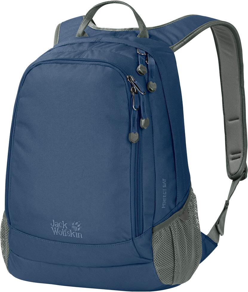 Рюкзак Jack Wolfskin Perfect Day, цвет: синий, 22 л. 24040-158824040-1588Рюкзак Jack Wolfskin Perfect Day -городской рюкзак средней вместимости. Достаточно вместительный для необходимых вещей, рюкзак Perfect Day имеет все, что требуется для ежедневного использования: основное и переднее отделения и эластичные боковые карманы. И ничего лишнего. Рюкзак идеально подходит как для работы, так для учебы: в него поместятся папки и книги формата A4.Еще его можно брать с собой в поездки на выходные или на прогулку в парке. Широкие лямки и равномерное распределение нагрузки делают его действительно комфортным в использовании.Размер: 22 л.