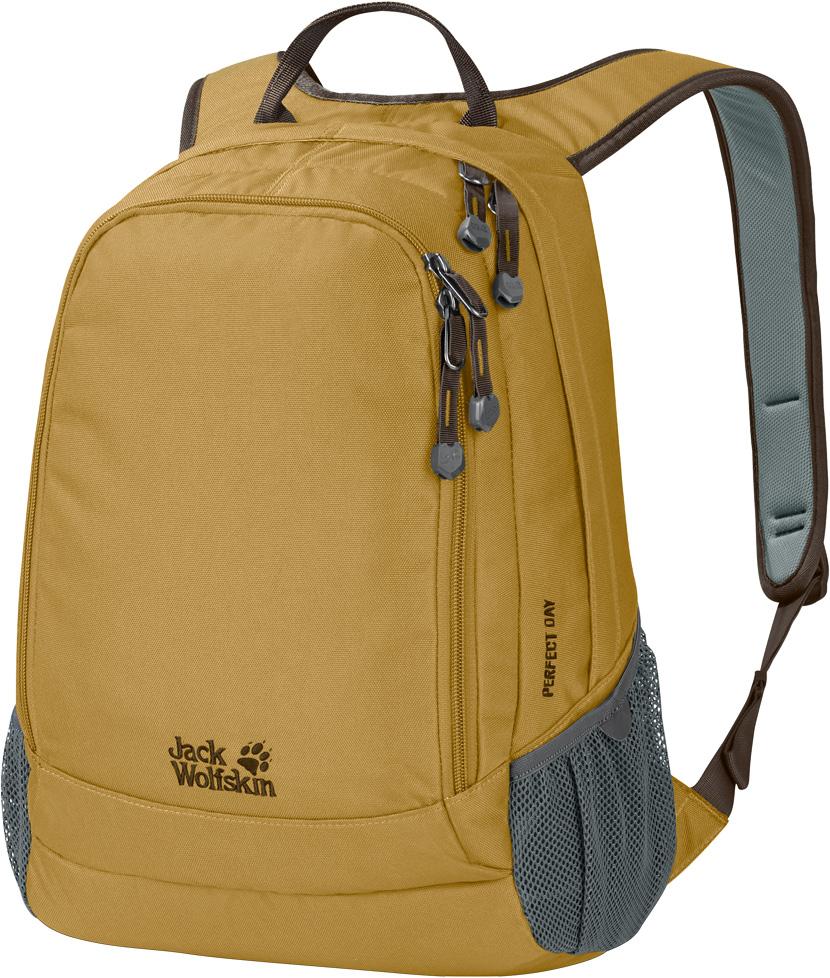 Рюкзак Jack Wolfskin Perfect Day, цвет: желтый, 22 л. 24040-520524040-5205Рюкзак Jack Wolfskin Perfect Day -городской рюкзак средней вместимости. Достаточно вместительный для необходимых вещей, рюкзак Perfect Day имеет все, что требуется для ежедневного использования: основное и переднее отделения и эластичные боковые карманы. И ничего лишнего. Рюкзак идеально подходит как для работы, так для учебы: в него поместятся папки и книги формата A4.Еще его можно брать с собой в поездки на выходные или на прогулку в парке. Широкие лямки и равномерное распределение нагрузки делают его действительно комфортным в использовании.Размер: 22 л.