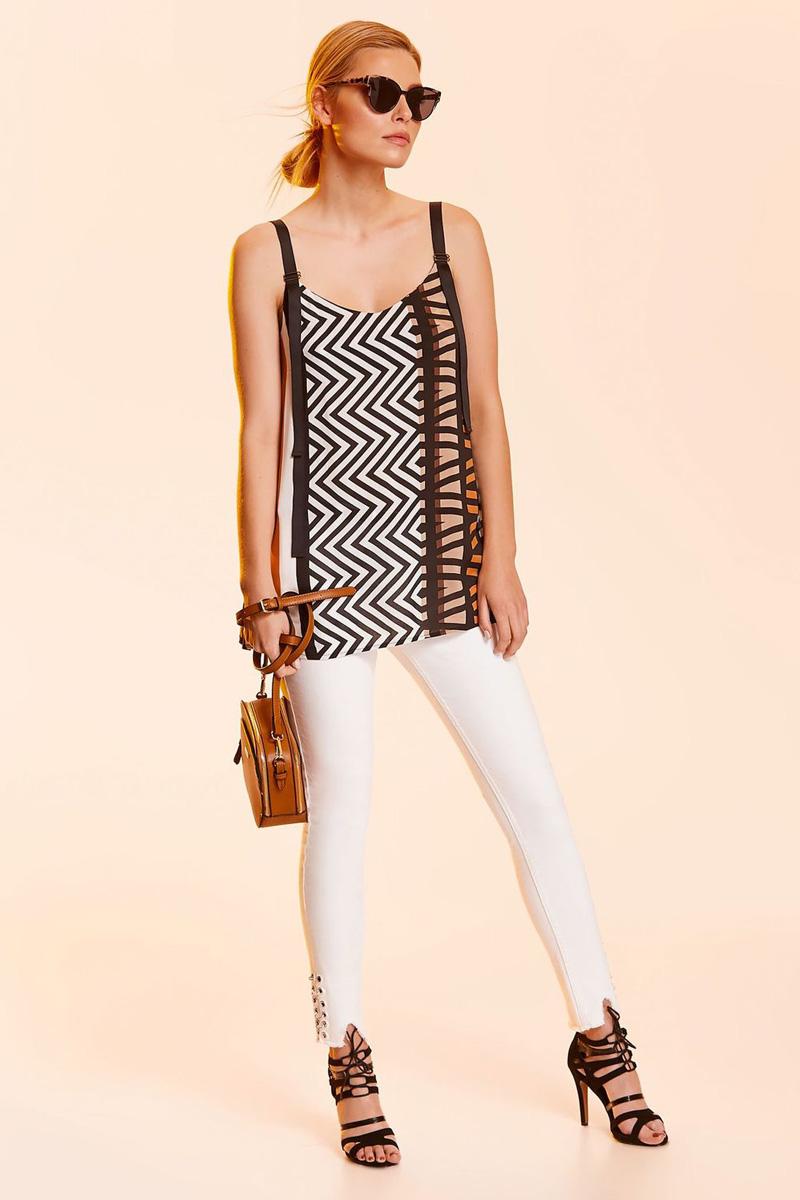 Блузка женская Top Secret, цвет: белый, черный. SBW0378BI. Размер 40 (48)SBW0378BIЖенская блузка Top Secret выполнена из натуральной вискозы. Модель на широких регулируемых бретелях оформлена стильным принтом.