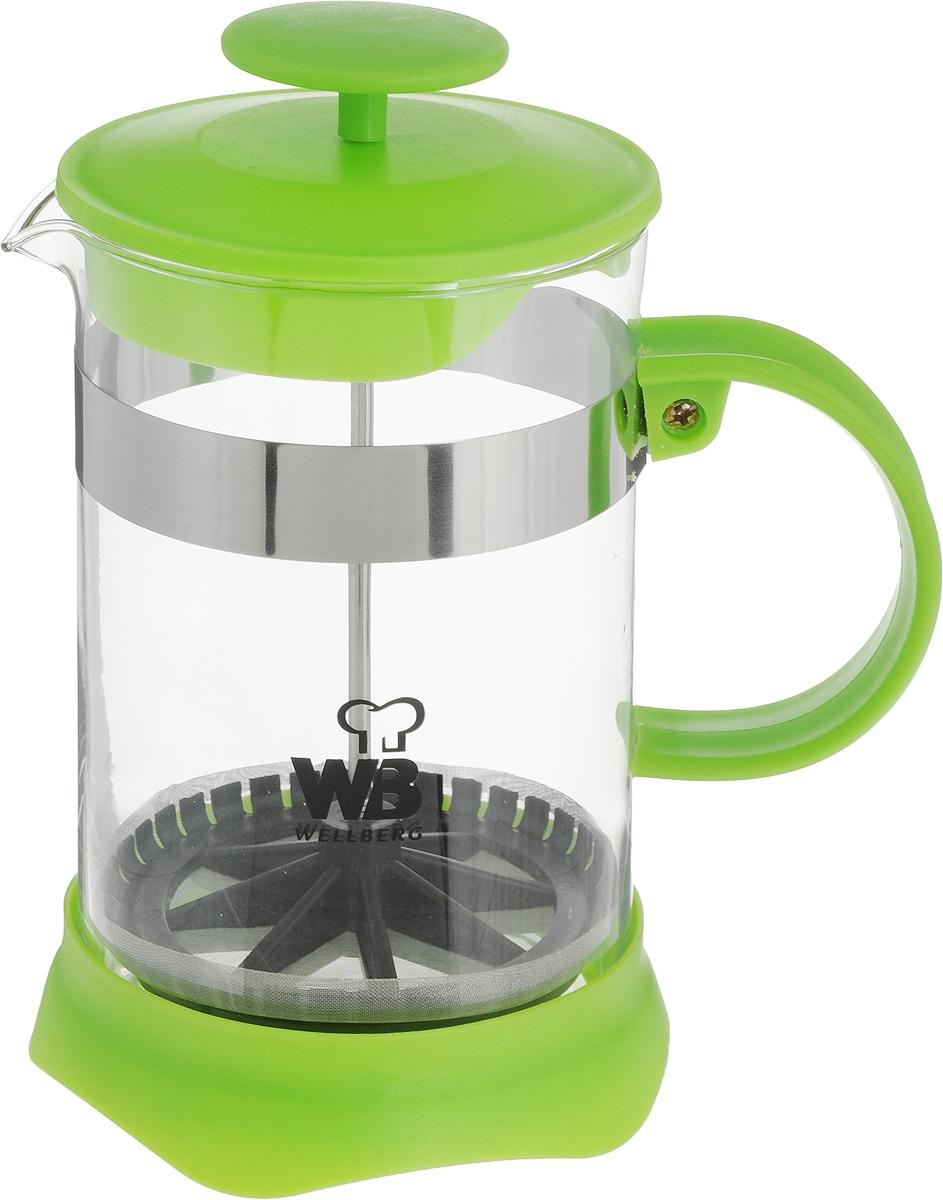 Френч-пресс Wellberg, цвет: салатовый, прозрачный, 800 мл. 9935 WB9935 WB_салатовый, прозрачныйФренч-пресс Wellberg поможет приготовить вкусный и ароматный чай или кофе. Колба изготовлена из термостойкого стекла и закреплена стальным обручем. Основание, ручка и крышка выполнены из пластика. Утолщенный ободок колбы повышает прочность и продлевает срок службы изделия. Форма края носика препятствует образованию подтеков. Плотно прилегающая крышка позволяет надолго сохранить аромат напитка. Фильтр-поршень из нержавеющей стали обеспечивает равномерную циркуляцию воды и насыщенность напитка. С его помощью также можно регулировать степень крепости напитка. Засыпая чайную заварку или кофе под фильтр, заливая горячей водой, вы получаете ароматный напиток с оптимальной крепостью и насыщенностью. Остановить процесс заваривания легко, для этого нужно просто опустить поршень, и все уйдет вниз, оставляя вверху напиток, готовый к употреблению.Высота френч-пресса: 17 см. Диаметр колбы (по верхнему краю): 10 см. Диаметр основания: 11 см.