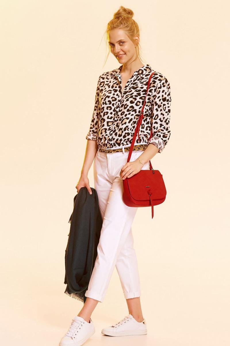 Рубашка женская Top Secret, цвет: леопардовый. SKL2360CA. Размер 38 (46)SKL2360CAЖенская рубашка Top Secret выполнена из натуральной вискозы. Модель с длинными рукавами и отложным воротником застегивается на пуговицы.