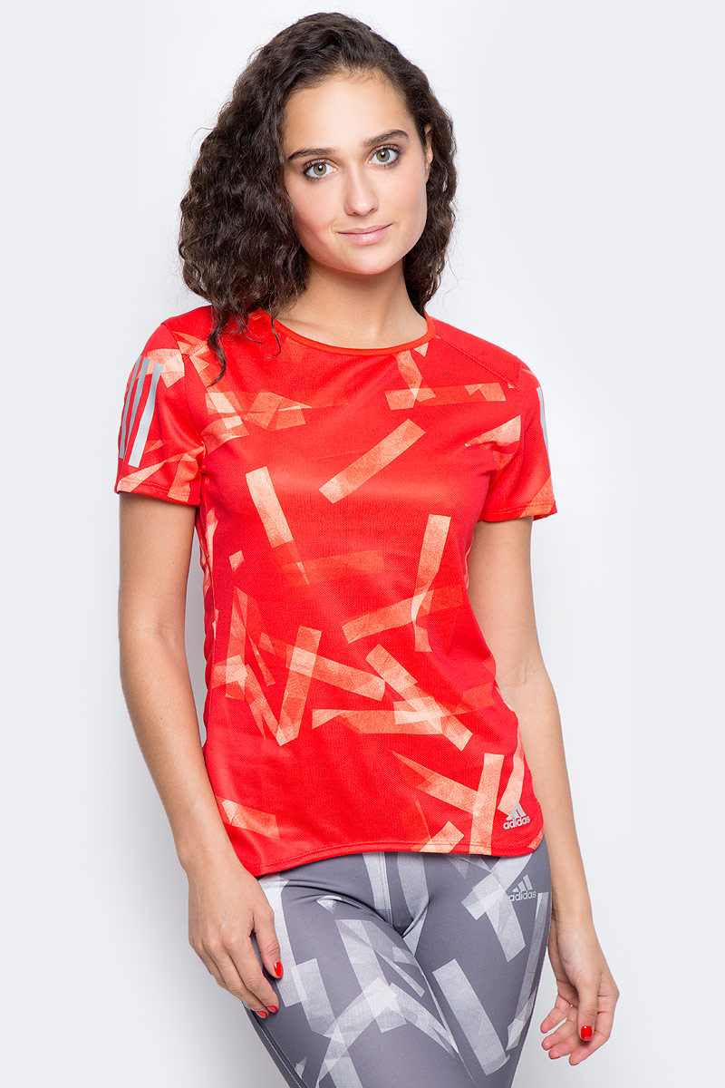 Футболка для бега женская Adidas Rs Q3 Grphc T W, цвет: красный, оранжевый. BS2895. Размер XS (40/42) футболка женская adidas trefoil tee цвет голубой cv9891 размер 34 42