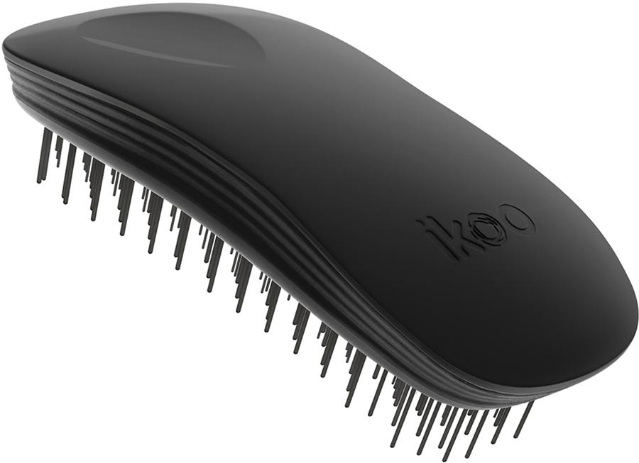 Ikoo Home Расческа для волос Black Classic290016Уникальный подход щетки IKOO — расположение и структура щетинок, которые позволяют не только легко распутывать и расчесывать волосы, но и делать массаж головы в соответствии с принципами традиционной китайской медицины. Щетинки стимулируют энергетические меридианы и рефлексогенные зоны, что также положительно влияет на вегетативную нервную систему. Благодаря оптимальной степени твердости щетины, волосы распутываются легко и без вытягивания. Щетка ikoo сохраняет свою функциональность даже после долговременного использования. Щетки IKOO изготовлены из высококачественной смолы и акрила. Для комфортного использования корпус щетки отделан натуральной резиной, что помогает надежно удерживать щетку в руке. Скомбинировав эти три материала, мы избежали использования дерева и натуральной щетины, так как эти материалы подходят не для всех типов волос, а также труднее очищаются. Щетки IKOO соблюдают все гигиенические стандарты за счет своего состава. Во процессе разработки мы уделили большое внимание дизайну щетки, чтобы и правшам, и левшам было комфортно ей пользоваться.