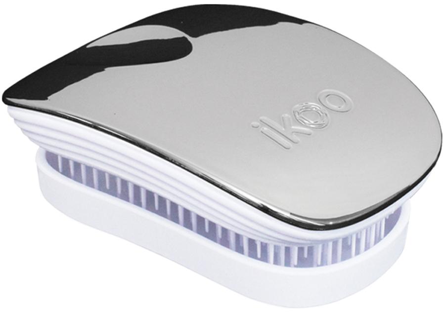 Ikoo Pocket Расческа для волос White Oyster Metallic291037Уникальный подход щетки IKOO — расположение и структура щетинок, которые позволяют не только легко распутывать и расчесывать волосы, но и делать массаж головы в соответствии с принципами традиционной китайской медицины. Щетинки стимулируют энергетические меридианы и рефлексогенные зоны, что также положительно влияет на вегетативную нервную систему. Благодаря оптимальной степени твердости щетины, волосы распутываются легко и без вытягивания. Щетка ikoo сохраняет свою функциональность даже после долговременного использования.Щетки IKOO изготовлены из высококачественной смолы и акрила. Для комфортного использования корпус щетки отделан натуральной резиной, что помогает надежно удерживать щетку в руке. Скомбинировав эти три материала, мы избежали использования дерева и натуральной щетины, так как эти материалы подходят не для всех типов волос, а также труднее очищаются. Щетки IKOO соблюдают все гигиенические стандарты за счет своего состава. Во процессе разработки мы уделили большое внимание дизайну щетки, чтобы и правшам, и левшам было комфортно ей пользоваться.