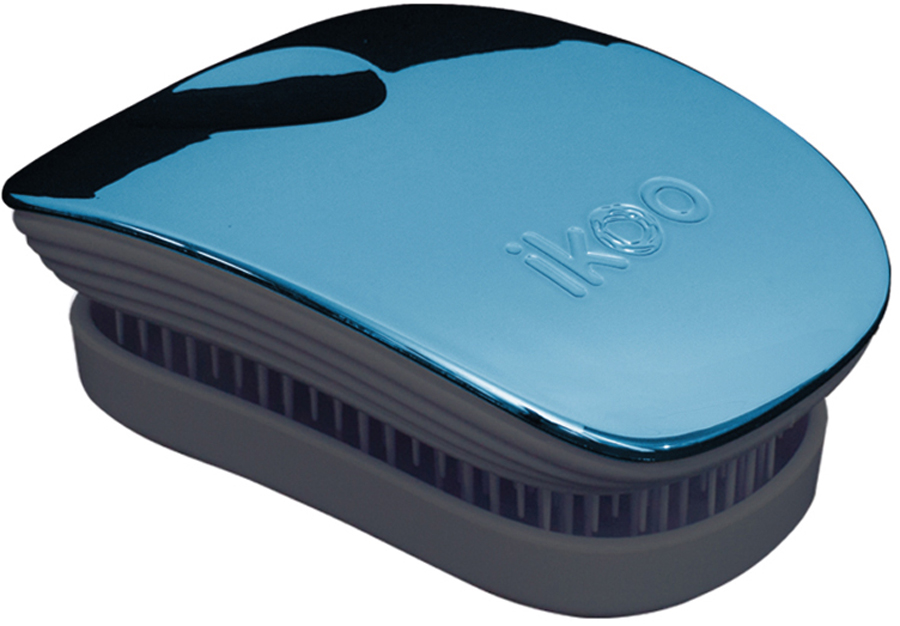 Ikoo Pocket Расческа для волос Black Pacific Metallic291082Уникальный подход щетки IKOO — расположение и структура щетинок, которые позволяют не только легко распутывать и расчесывать волосы, но и делать массаж головы в соответствии с принципами традиционной китайской медицины. Щетинки стимулируют энергетические меридианы и рефлексогенные зоны, что также положительно влияет на вегетативную нервную систему. Благодаря оптимальной степени твердости щетины, волосы распутываются легко и без вытягивания. Щетка ikoo сохраняет свою функциональность даже после долговременного использования.Щетки IKOO изготовлены из высококачественной смолы и акрила. Для комфортного использования корпус щетки отделан натуральной резиной, что помогает надежно удерживать щетку в руке. Скомбинировав эти три материала, мы избежали использования дерева и натуральной щетины, так как эти материалы подходят не для всех типов волос, а также труднее очищаются. Щетки IKOO соблюдают все гигиенические стандарты за счет своего состава. Во процессе разработки мы уделили большое внимание дизайну щетки, чтобы и правшам, и левшам было комфортно ей пользоваться.