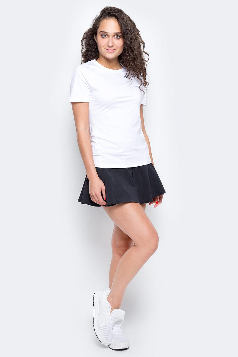 Футболка для фитнеса женская Adidas D2m Tee Solid, цвет: белый. BQ5824. Размер M (46/48)BQ5824Женская футболка для фитнеса Adidas изготовлена из полиэстера с добавлением эластана. Модель с круглым вырезом горловины и короткими рукавами реглан дополнена светоотражающими элементами.