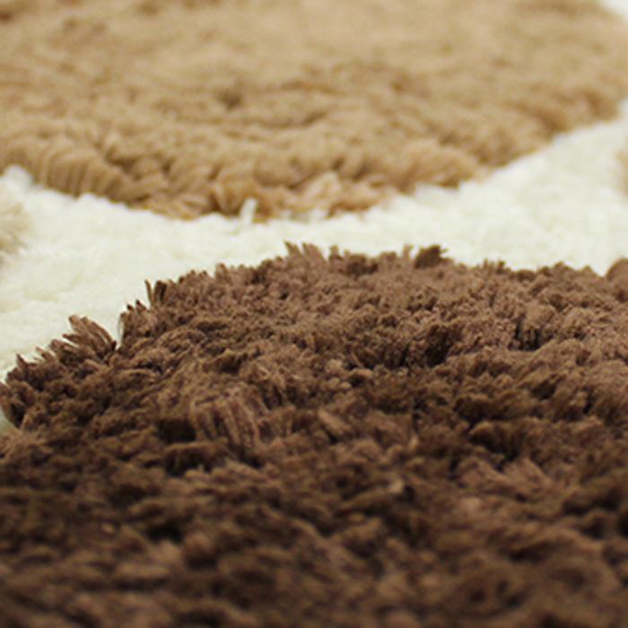 """Невероятно мягкий ворсовый коврик """"Dasch"""" для туалета. Ворс выполнен из микрофибры по уникальной технологии, разработанной специально для этой коллекции. Тончайшая микрофибра закручена в нить ворса таким образом, что она наполнена воздухом, и буквально дышит, что делает ворс невероятно мягким и нежным на ощупь. Благодаря такой технологии изготовления коврик обладает высокими влаговпитывающими свойствами.  Яркие расцветки достигаются окрасом нитей высококачественными красителями, которые дают насыщенный цвет, не выцветают со временем и не линяют при стирке и использовании. Основание коврика выполнено из высококачественного латекса, который обеспечивает противоскользящий эффект, не крошится даже при длительном использовании. Коврик подходит для пола с подогревом. Допускается деликатная ручная или машинная стирка при температуре 30°С. После стирки коврик быстро сохнет. Плотность ворса 700 г/м2."""
