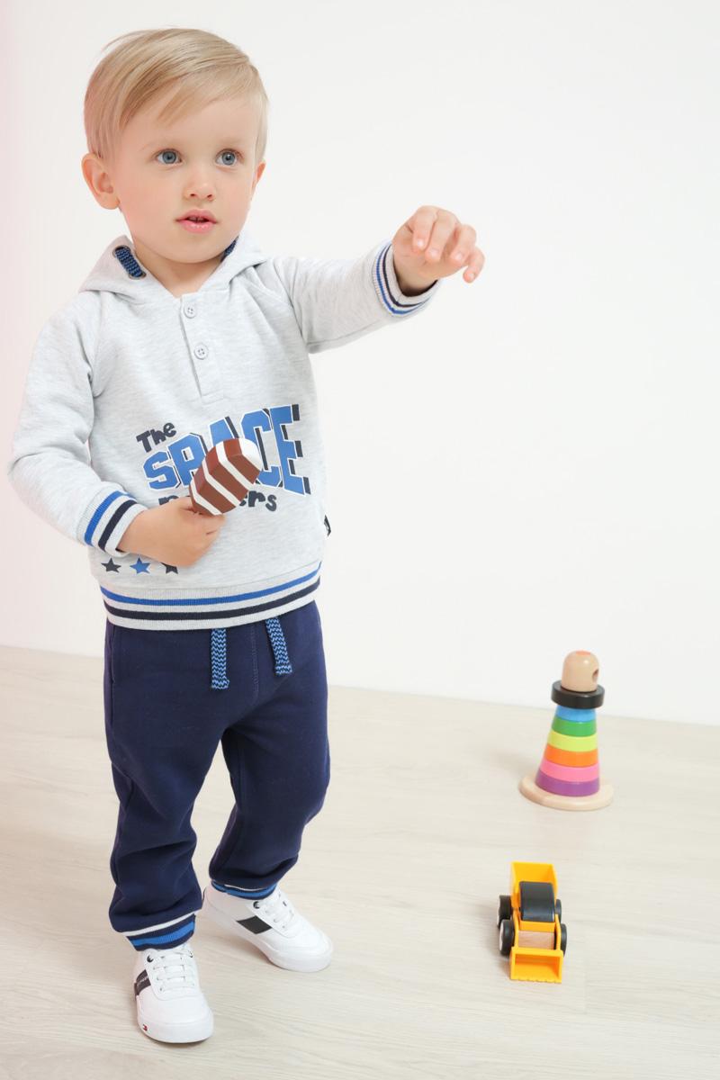 Джинсы для мальчика Maloo by Acoola Octans, цвет: темно-синий. 22150160010_600. Размер 8622150160010_600Стильные и удобные джинсы для мальчика Maloo by Acoola Octans станут отличным дополнением гардероба маленького непоседы. Модель прямого кроя выполнена из натурального хлопка и имеет пояс на широкой трикотажной резинке, дополнительно регулируемый шнурком. Низ брючин дополнен мягкой резинкой с контрастными полосками. Мягкий материал приятен на ощупь, не вызывает раздражений и позволяет коже дышать.