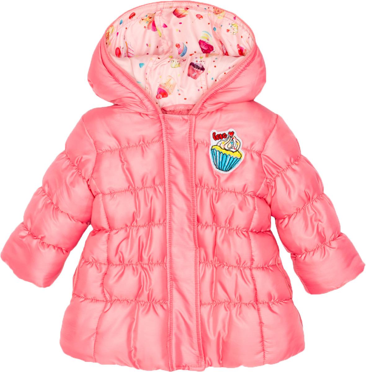 Куртка для девочки Maloo by Acoola Vulpix, цвет: розовый. 22250130008_1400. Размер 8622250130008_1400Стеганая куртка для девочки Maloo by Acoola Vulpix, оформленная яркой нашивкой, станет отличным дополнением гардероба маленькой принцессы. Модель А-силуэта с несъемным капюшоном выполнена из качественного материала и застегивается на молнию с ветрозащитной планкой на кнопках.