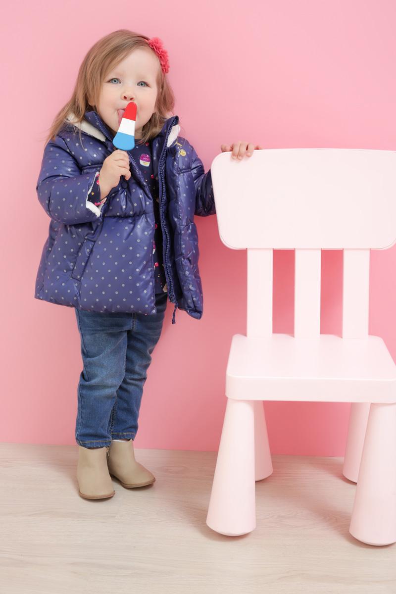 Куртка для девочки Maloo by Acoola Zubat, цвет: темно-синий. 22250130009_600. Размер 9222250130009_600Стильная куртка для девочки Maloo by Acoola Zubat, оформленная принтом в горошек, станет отличным дополнением гардероба маленькой принцессы. Модель прямого кроя с несъемным капюшоном выполнена из качественного материала и застегивается на молнию с ветрозащитной планкой на кнопках. Спереди расположены два прорезных кармана.