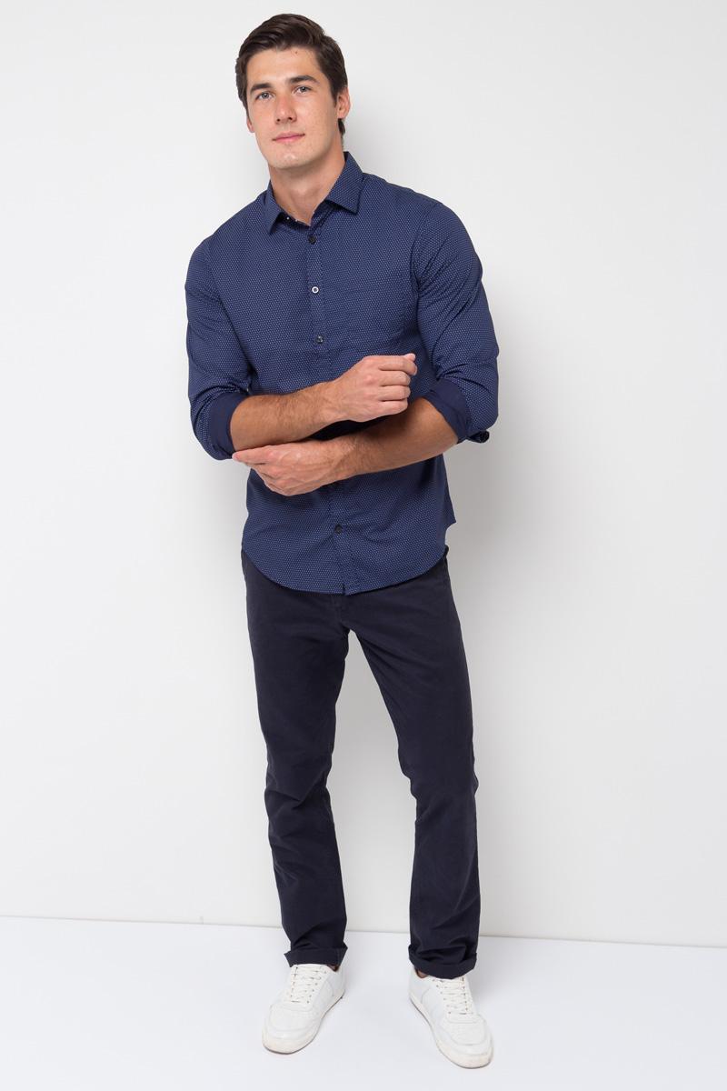 Рубашка мужская Sela, цвет: темно-синий. H-212/038-7351. Размер 41 (48)H-212/038-7351Стильная мужская рубашка от Sela выполнена из натурального хлопка. Модель приталенного кроя с длинными рукавами и отложным воротником застегивается на пуговицы. На груди рубашка дополнена накладным карманом.