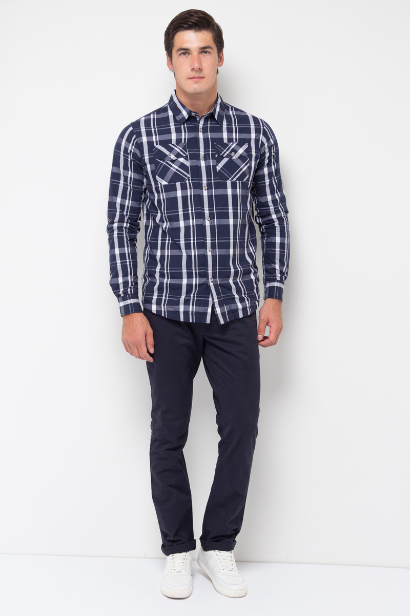 Рубашка мужская Sela, цвет: темно-синий. H-212/044-7350. Размер 43 (50)H-212/044-7350Стильная мужская рубашка в клетку Sela изготовлена из 100% хлопка. Модель силуэта regular имеет длинные рукава с манжетами на пуговицах, отложной воротник и застежку на пуговицы. На груди расположены два накладных кармашка с клапанами на пуговицах.