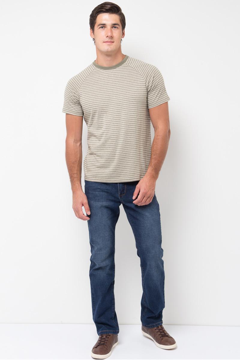 Джинсы мужские Sela, цвет: темно-синий джинс. PJ-235/099-7361. Размер 32-34 (48-34)PJ-235/099-7361Мужские джинсы от Sela выполнены из эластичного хлопка. Модель зауженного кроя со средней посадкой имеет пятикарманный крой: спереди – два втачных кармана и один маленький кармашек, сзади – два накладных кармана. Джинсы в поясе застегиваются на пуговицу, имеют ширинку на застежке-молнии и шлевки для ремня.