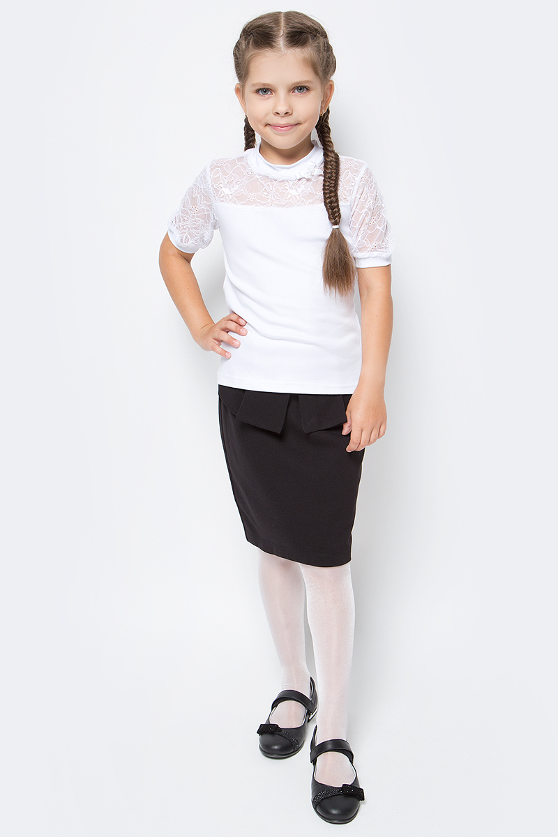 Блузка для девочки Nota Bene, цвет: белый. CJR270431A01. Размер 122CJR270431A01/CJR270431B01Блузка для девочки Nota Bene выполнена из хлопкового трикотажа в сочетании с гипюром. Модель с короткими рукавами и воротником-стойкой.