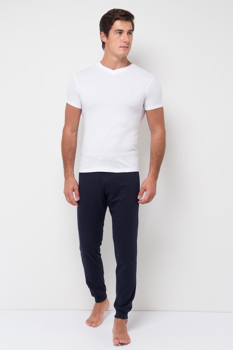 Футболка мужская Sela, цвет: белый. Tsub-251/006-7371. Размер XL (52)Tsub-251/006-7371Мужская базовая футболка Sela изготовлена из 100% хлопка. Модель стандартной длины имеет V-образный вырез горловины и короткие рукава. Легкая и комфортная футболка удобна в носке.