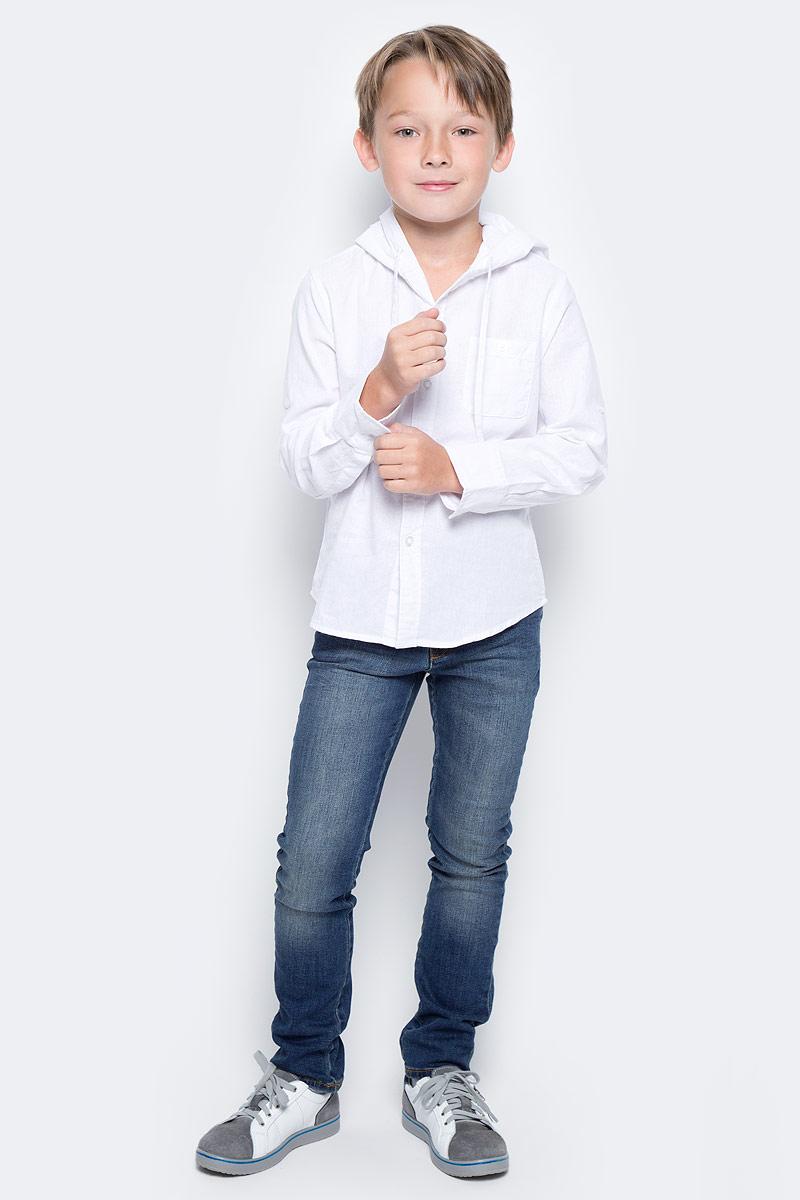 Рубашка для мальчика Vitacci, цвет: белый. 1172102-01. Размер 1281172102-01Оригинальная рубашка с капюшоном для мальчика из высококачественного льна. Возможность корректировать длину рукава позволяет носить данную модель как в жаркий летний день, так и прохладным вечером.