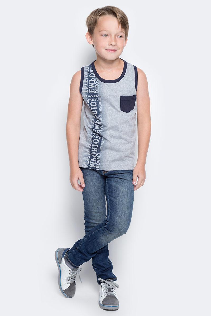 Майка для мальчика Vitacci, цвет: серый. 1172023-02. Размер 1281172023-02Майка для мальчика, декорирована карманом и надписями. Хорошо подходит к шортам.
