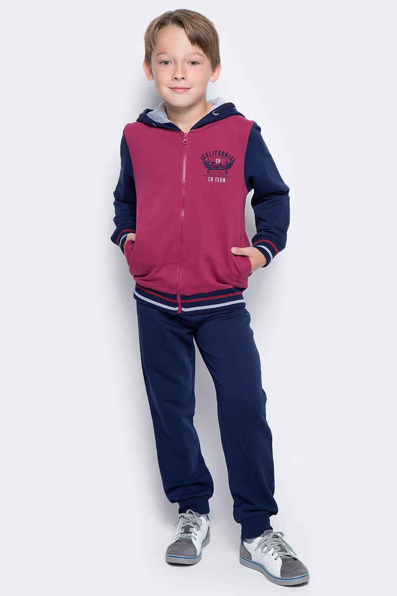 Спортивный костюм для мальчика Cherubino, цвет: темно-синий, красный. CAJ 9656. Размер 134CAJ 9656Костюм спортивный Cherubino для мальчика состоит из кофты и брюк, изготовленных из хлопка, благодаря чему они не сковывают движения ребенка и позволяют коже дышать. Кофта с капюшоном и длинными рукавами спереди застегивается на застежку-молнию и дополнена карманами. Брюки с широкой резинкой на талии. Низ брючин дополнен эластичными резинками.