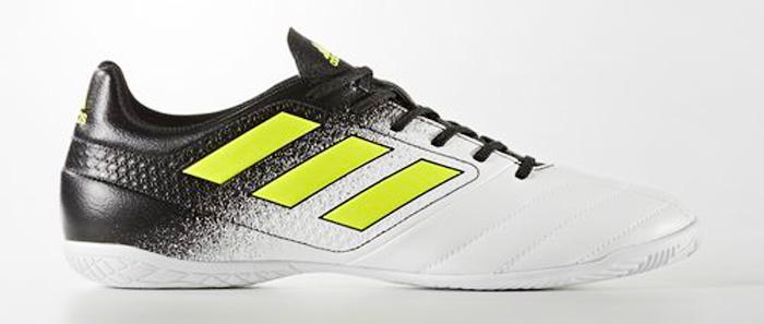 Кроссовки для футзала мужские Adidas ACE 17.4 IN, цвет: черный, белый, желтый. S77100. Размер 10 (43)S77100Контролируй поле. Диктуй правила. Забивай под немыслимым углом. Управляй игрой в ACE. Эти футбольные бутсы с гибким верхом Control Feel обеспечивают прекрасное чувство мяча, делая каждый пас безукоризненным. Созданы для побед на полированных гладких покрытиях.Легкий и гибкий верх Control Feel повторяет форму стопы для абсолютного контроля мяча.Подошва TOTAL CONTROL для маневренности и превосходной устойчивости на полированных гладких покрытиях.