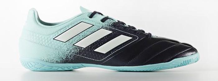 Кроссовки для футзала мужские Adidas ACE 17.4 IN, цвет: голубой, черный, белый. S77102. Размер 10 (43)S77102Контролируй поле. Диктуй правила. Забивай под немыслимым углом. Управляй игрой в ACE. Эти футбольные бутсы с гибким верхом Control Feel обеспечивают прекрасное чувство мяча, делая каждый пас безукоризненным. Созданы для побед на полированных гладких покрытиях.Легкий и гибкий верх Control Feel повторяет форму стопы для абсолютного контроля мяча.Подошва TOTAL CONTROL для маневренности и превосходной устойчивости на полированных гладких покрытиях.