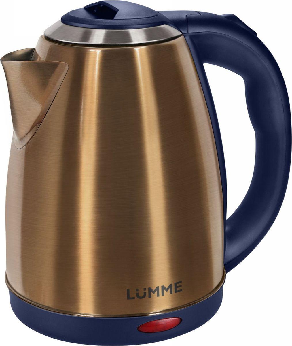 Lumme LU-132, Gold Sapphire чайник электрическийLU-132 сапфирВместительный металлический чайник Lumme LU-132 объемом 2.0 литра из высококачественной нержавеющей стали.Пищевая нержавеющая сталь способствует сохранению природного вкуса и натуральных свойств воды. Для быстрого закипания чайник оснащен нагревательным элементом мощностью 1,8 к Ватт, защищенного плоским стальным дном для равномерности нагрева, противостояния накипи, коррозии и для большего удобства в уходе.Система автоматического отключения при закипании или недостаточном количестве воды заметно продлит срок работы чайника. Чайник оснащен базой питания, позволяющей брать его с любой стороны или вращать на 360 градусов, что делает прибор совершенно безопасным, а его эксплуатацию комфортной.
