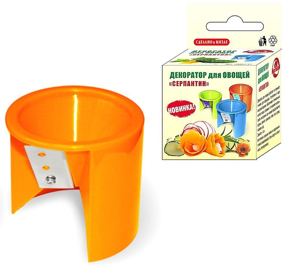 Фрукто-овощерезка Мультидом Серпантин, цвет: оранжевыйGM53-41Декоратор для овощей работает по принципу точилки для карандаша. Углубление в виде конусной воронки обеспечивает оптимальный контакт плода с лезвием, что позволяет использовать инструмент для овощей продолговатой формы разного диаметра таких как огурец, морковь и др.Диаметр – 5 см.Изготовлено: режущее лезвие из коррозионностойкой (нержавеющей) стали, корпус из пластмассы (полипропилен).