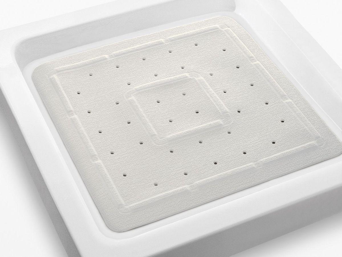 Коврик в душевую кабину Bacchetta, цвет: белый, 55 х 55 см4816Практичный коврик на присосках для ванной. Коврик выполнен из высококачественного вспененного ПВХ, поэтому изделие обладает мягкостью и эластичностью. Коврик подходит для всех типов ванн и душевых кабин, он хорошо фиксируется на поверхности за счет вакуумных присосок. Предназначен для использования в ванной или душевой кабине в гигиенических целях и для обеспечения безопасности. Коврик предотвращает возможность травм при падении на скользкой поверхности.