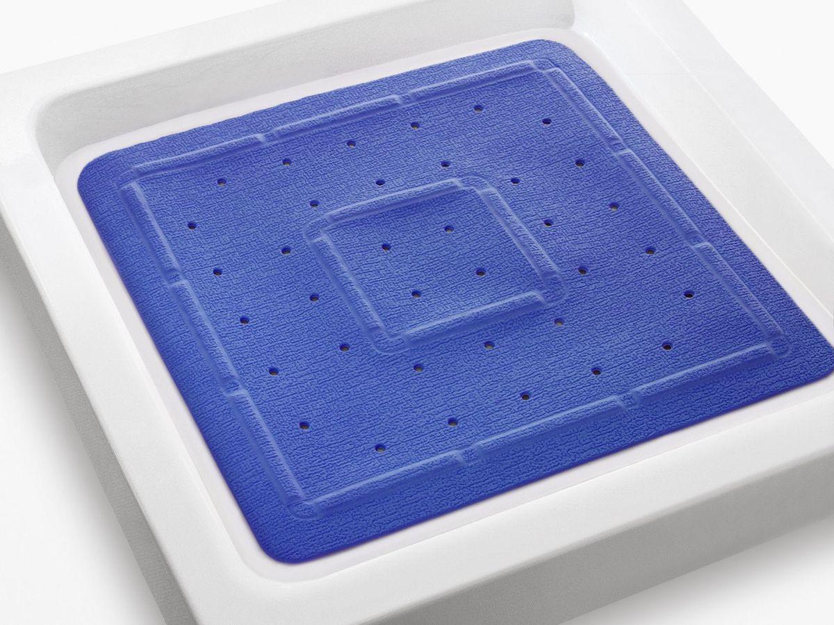 Коврик в душевую кабину Bacchetta, цвет: синий, 55 х 55 см4817Практичный коврик на присосках для ванной. Коврик выполнен из высококачественного вспененного ПВХ, поэтому изделие обладает мягкостью и эластичностью. Коврик подходит для всех типов ванн и душевых кабин, он хорошо фиксируется на поверхности за счет вакуумных присосок. Предназначен для использования в ванной или душевой кабине в гигиенических целях и для обеспечения безопасности. Коврик предотвращает возможность травм при падении на скользкой поверхности.