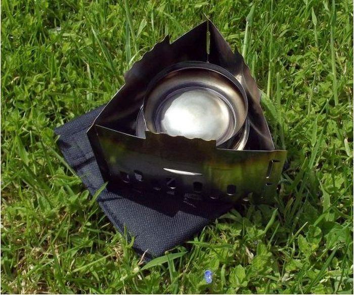Печь Esbit, с мешочком, для сухого горючего, для спиртовкиCS75SГорелка Esbit Stainless Steel Solid Fuel Stove CS75S - очень легкая и простая в использовании, изготовлена из электролитической оцинкованной стали. Благодаря своей невероятно компактной форме, она просто помещается в рюкзаке и даже в кармане - является идеальным решением для быстрой чашки чая или перекуса. Она подходит для любой компактной туристической чашки, кастрюли и сковородки. Технические особенности:- сделана из нержавеющей стали высокого качества;- складывается в плоскую форму;- 2 в 1 можно использовать с сухим спиртом или горелкой для жидкого топлива;- чехол с петлей для переноски на поясе;- в чехол для хранения помещаются 6 таблеток сухого спирта по 14г;- легко складывать/раскладывать.