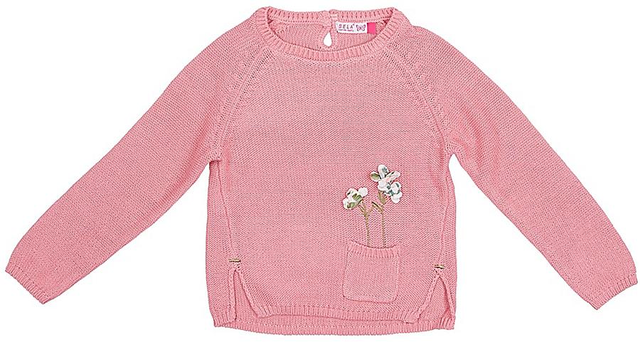 Джемпер для девочки Sela, цвет: светло-розовый. JR-514/166-7321. Размер 104JR-514/166-7321Джемпер для девочки от Sela выполнен из натуральной хлопковой пряжи. Модель с длинными рукавами-реглан и круглым вырезом горловины на спинке застегивается на пуговицу. Джемпер спереди дополнен накладным кармашком и аппликацией в виде цветов, по бокам имеются небольшие разрезы.