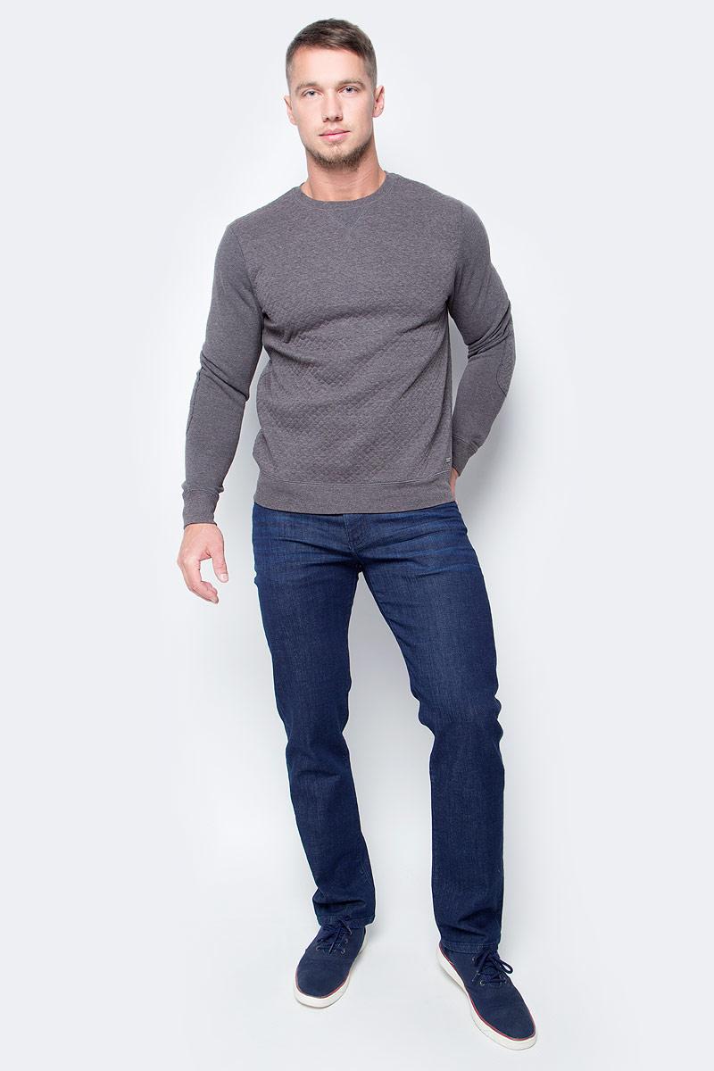 Джинсы мужские Wrangler Arizona, цвет: синий. W12O9196U. Размер 36-32 (52-32)W12O9196UМужские джинсы Wrangler станут отличным дополнением к вашему гардеробу. Джинсы выполнены из эластичного хлопка. Изделие мягкое и приятное на ощупь, не сковывает движения и позволяет коже дышать.Модель на поясе застегивается на металлическую пуговицу и ширинку на металлической застежке-молнии, а также предусмотрены шлевки для ремня. Модель имеет классический пятикарманный крой: спереди расположены два втачных кармана и один маленький кармашек, а сзади - два накладных кармана.Современный дизайн, отличное качество и расцветка делают эти джинсы модным, стильным и практичным предметом мужской одежды. Такая модель подарит вам комфорт в течение всего дня.