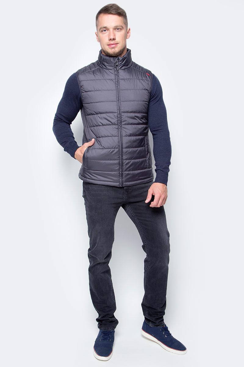 Жилет утепленный мужской Baon, цвет: серый. B657702_Asphalt. Размер M (48)B657702_AsphaltУтепленный базовый жилет от Baon осенью можно носить как верхнюю одежду, а зимой поддевать под пальто или куртку в качестве дополнительного источника тепла. Проймы изделия окантованы эластичной бейкой. Объем нижней части жилета регулируется при помощи кулиски с утяжкой. По бокам расположены карманы на молнии, внутри - потайной карман на молнии и карман с пуговицей.